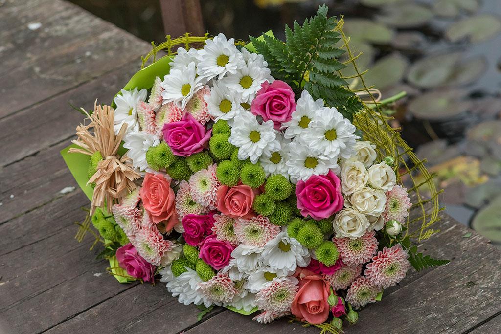 Piękna kompozycja kwiatów